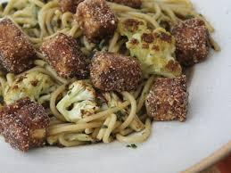Macarrão ao Pesto com Tofu e Couve-Flor